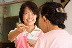 介護士に転職したら食事介助をする事も